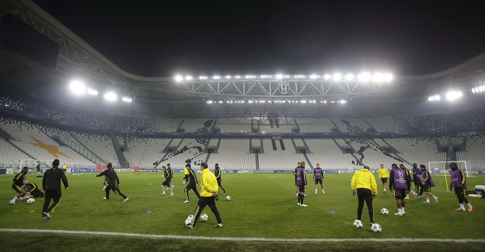 Chelsea train at Juventus Stadium