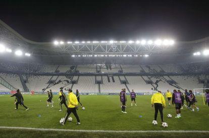 Chelsea train at Juventus Stadium