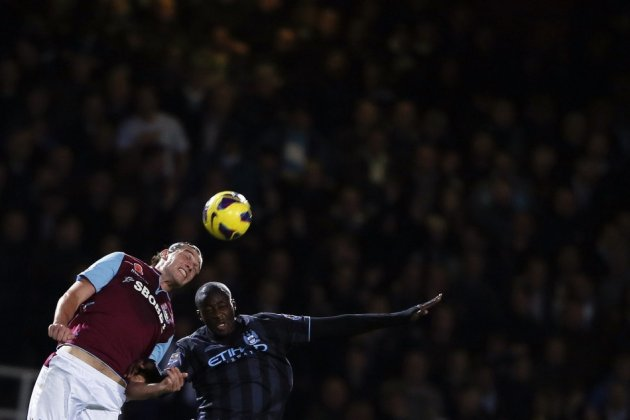 Alvin Martin wants Beckham at West Ham to provide crosses to Carroll