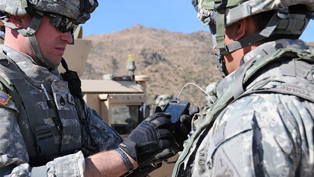 Soldiers using smartphone apps