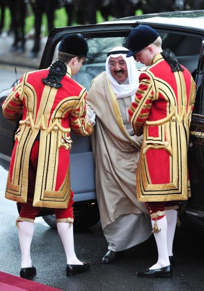 Kuwaits Emir Sheikh Sabah al-Ahmad al-Sabah footmen