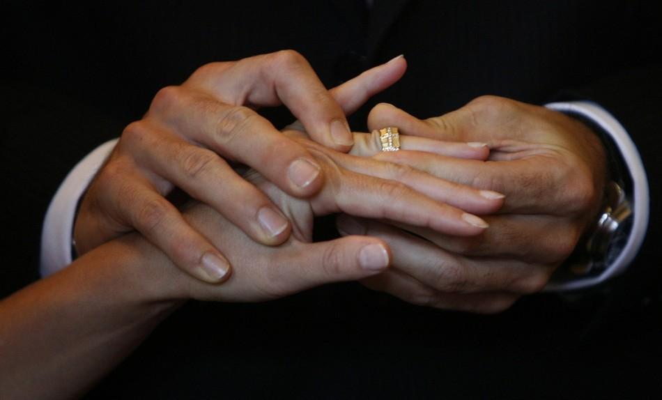 I don't: Husband claims wife kept him dark