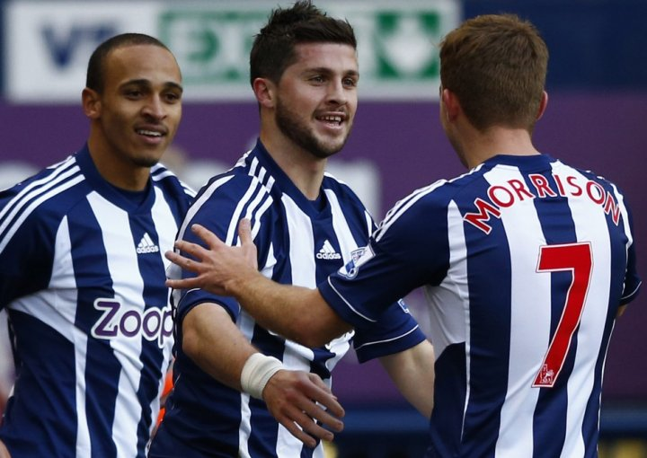 Shane Long (centre)