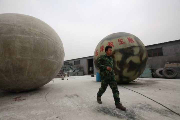 Giant balls made in Xianghe, Hebei province