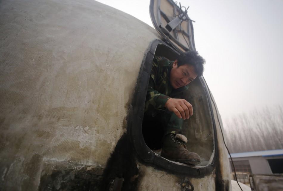 Liu Qiyuan peeks out from orb