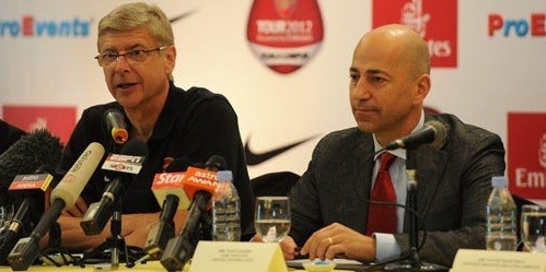 Arsene Wenger and Ivan Gazidis (R)