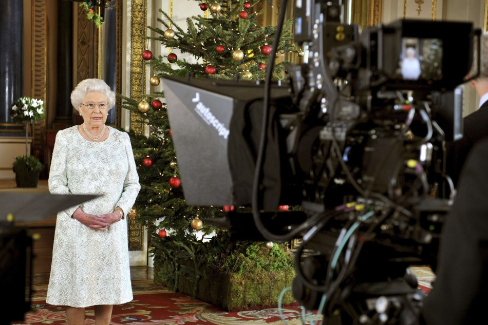Queen's Christmas message in 3D