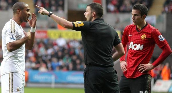 Ashley Williams, Michael Oliver and Robin van Persie