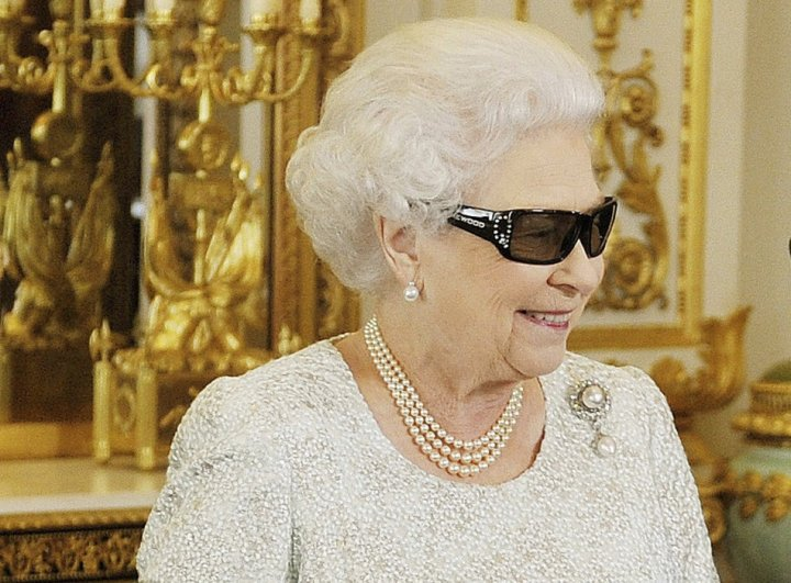 The Queen's Christmas address in 3D