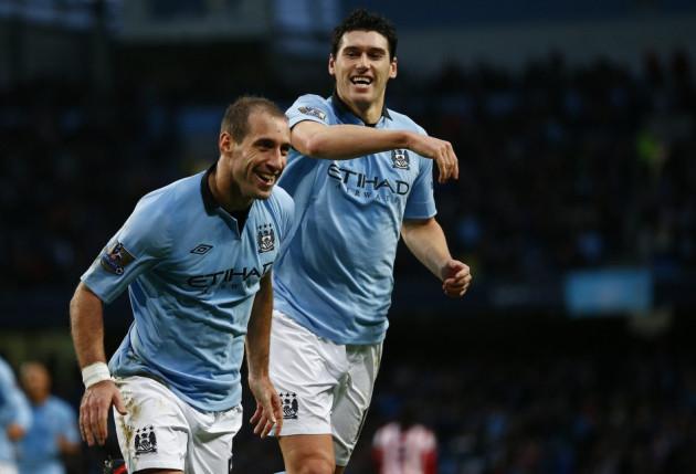Manchester City's Pablo Zabaleta (L)