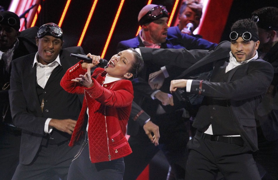 Singer Alicia Keys performs at the 2013 Peoples Choice Awards in Los Angeles