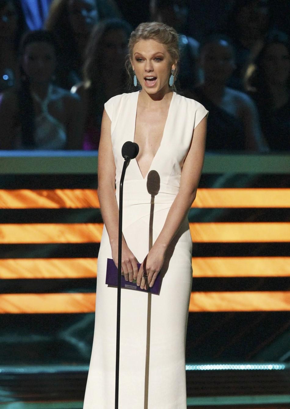 Taylor Swift Flaunts Major Cleavage at PCA