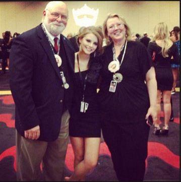 Miss Montana Alexis Wineman and her parents.