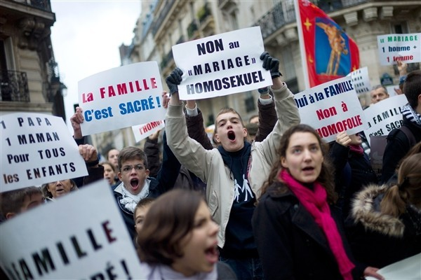 Anti-Gay Paris: 300,000 Catholics, Muslims, Jews, Conservatives March Against Marriage Laws