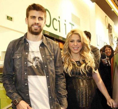 Shakira Pregnant Colombian Star and Barcelona Defender Gerard Pique Expecting First Child