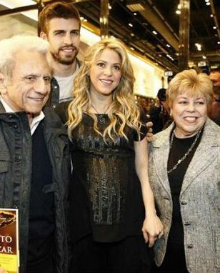 Pregnant Shakira with Colombian Star and Barcelona Defender Gerard Pique and her parents