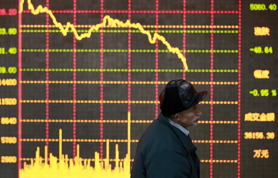 Asian stocks retreat on global economic woes