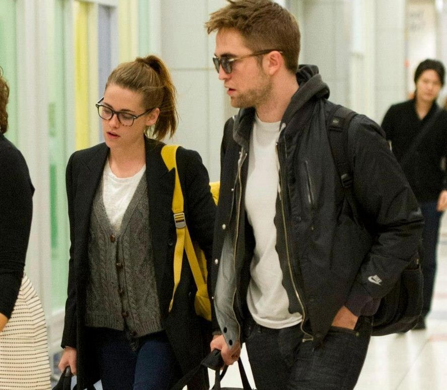 Kristen Stewart (L) and Robert Pattinson