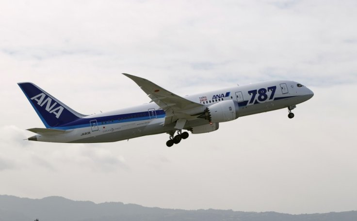 Boeing suspends dreamliner deliveries