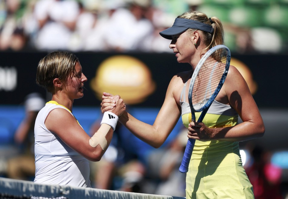 Kirsten Flipkens and Maria Sharapova (R)