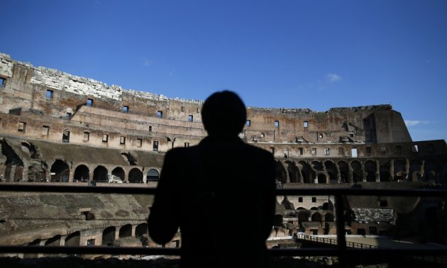 Italian restorers cleaning the Colosseum have discovered remains of frescoes indicating the interior of one of the world's most famous monuments may have been colourfully painted in Roman times