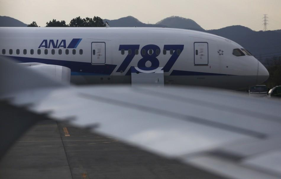 Boeing Dreamliner probe extended
