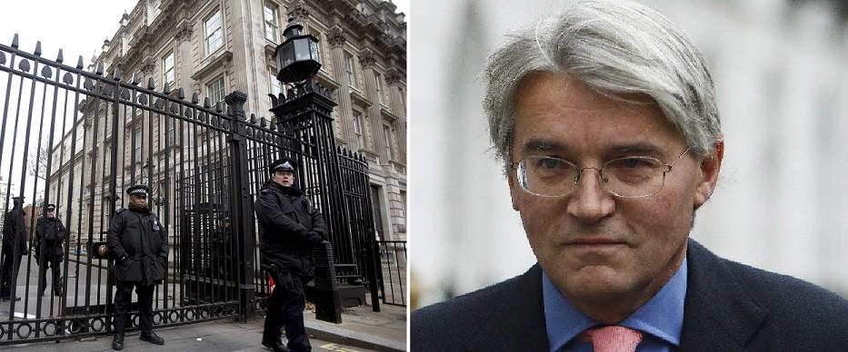 Downing Street gates (l) Andrew Mitchell