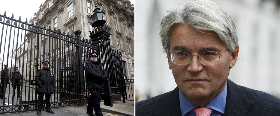 Downing Street gates (l) Andrew Mitchell