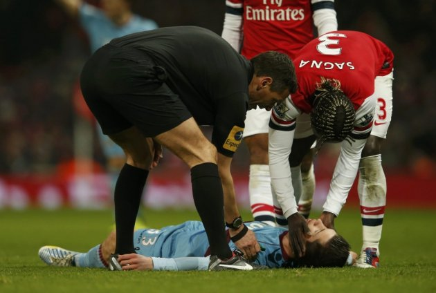 Andre Marriner and Bacary Sagna Check on Dan Potts