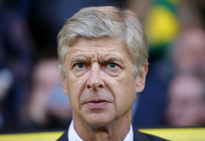 Wenger hints at defensive cover before deadline day