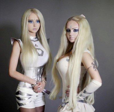 Valeria Lukyanova in alien-like costume