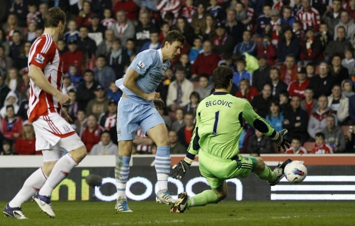 Asmir Begovic v Manchester City