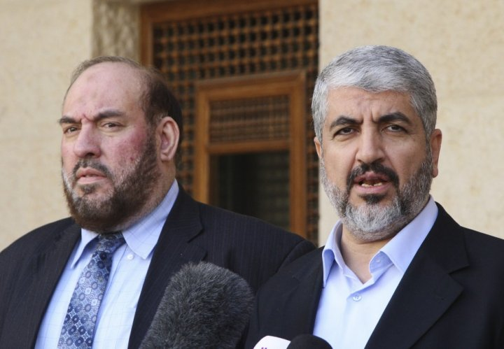 Hamas leader Khaled Meshaal (R) and Mohammad Nazzal, a member of the Hamas leadership
