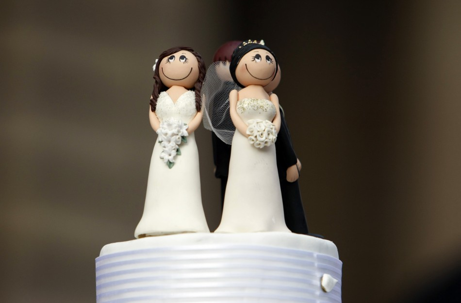 Cake fight over gay weddings