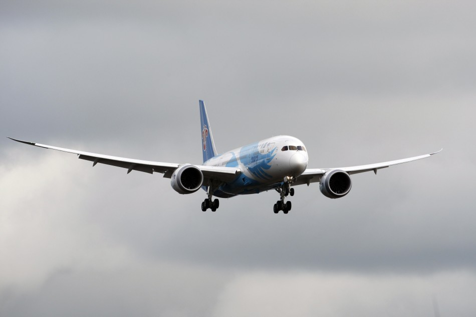 Boeing warns customers of 787 delivery delays