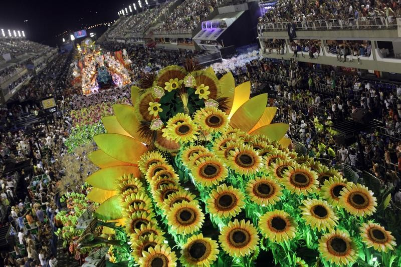 Revellers from the Vila Isabel samba school participate in the annual Carnival parade in Rio de Janeiros Sambadrome February 12, 2013.