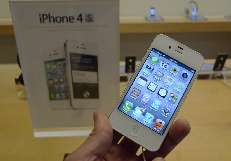 iPhone 5S vs. iPhone 4S: 3 Reasons to Buy the Legacy iOS 7 Smartphone over the 2013 Apple Flagship