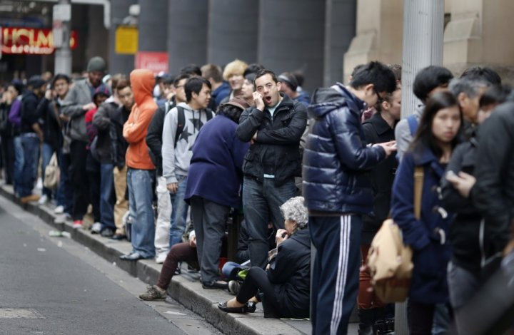 iPhone 5 Sales Queues