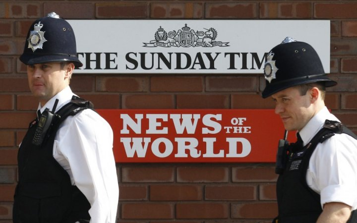 Police probe phone hacking at News of the World