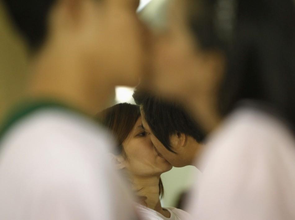 World's Longest Kiss Contest: Thailand