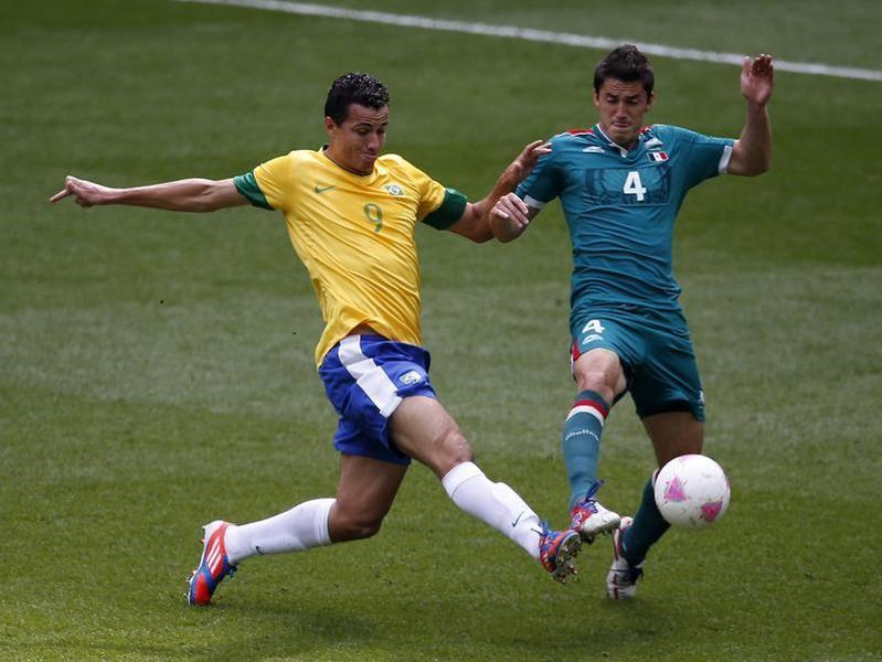 Leandro Damiao (L)