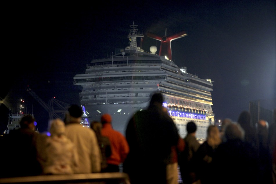 Carnival Triumph docks after days adrift