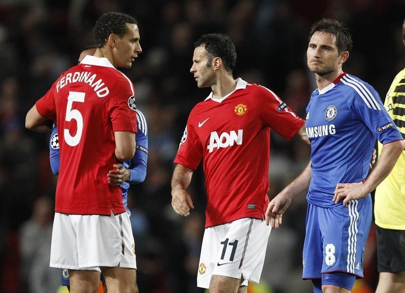 Rio Ferdinand (L) and Ryan Giggs (C)