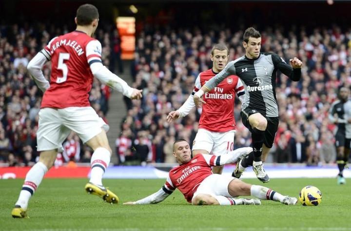 Gareth Bale (R)
