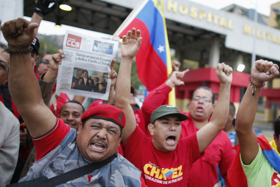 Supporters cheer Chavez's return to Venezuela