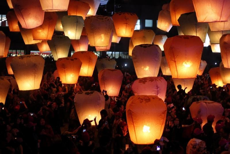 People release sky lanterns ahead of the traditional Chinese Lantern Festival in Pingxi, New Taipei city, northern Taiwan, February 17, 2013. Believers gathered to release sky lanterns as a form of prayer for good luck and blessings. The tradition of rele