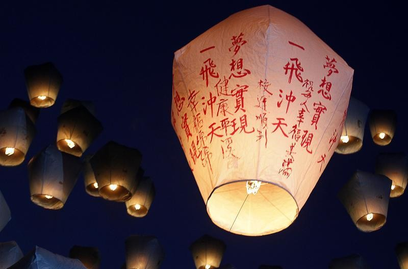Sky lanterns are released ahead of the traditional Chinese Lantern Festival in Pingxi, New Taipei city, northern Taiwan, February 17, 2013. Believers gathered to release sky lanterns as a form of prayer for good luck and blessings. The tradition of releas