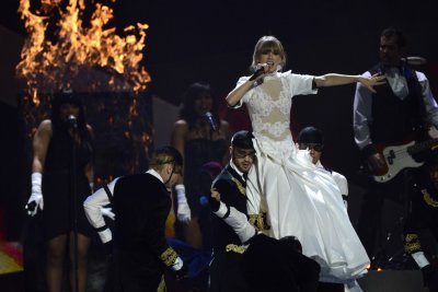 U.S. singer Taylor Swift performs during the BRIT Awards, celebrating British pop music, at the O2 Arena in London February 20, 2013.