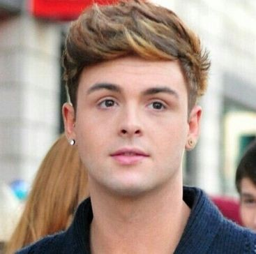 How many RTs for the gorgeous birthday boy jaymi happy23rdbirthdayjaymihensley