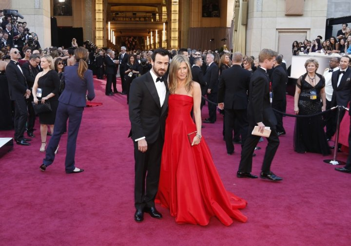 Jennifer Aniston and Justin Theroux arrive at the 85th Academy Awards in Hollywood, California February 24, 2013.